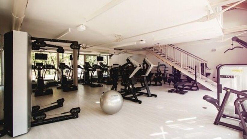 Sieć najpopularniejszych siłowni w Polsce znika z kraju