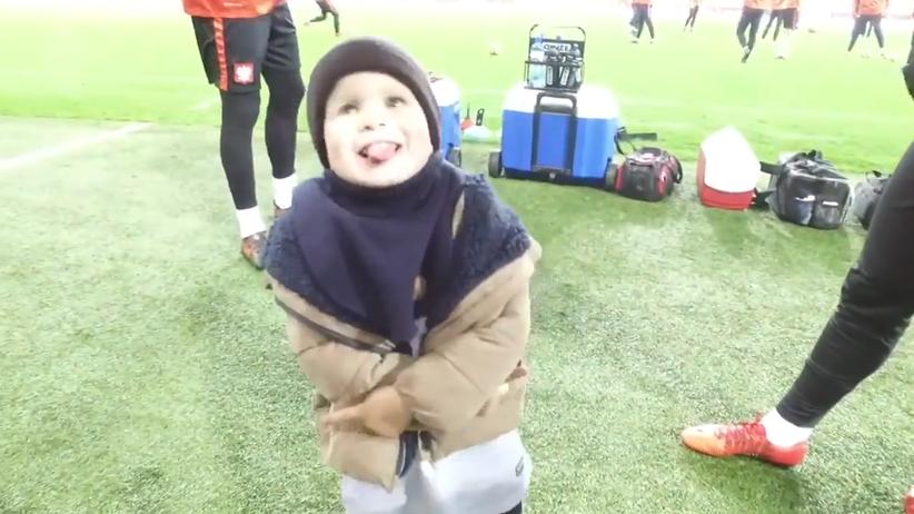 Na Sportowo: Syn Peszki uroczo parodiuje Lewandowskiego [WIDEO]