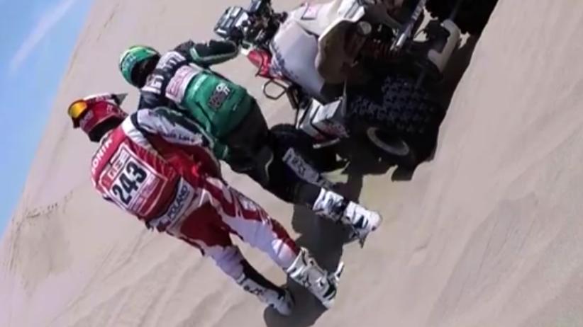 Rajd Dakar: piękna postawa motocyklisty. Uratował Rafała Sonika