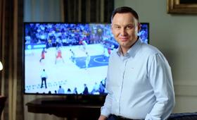 Andrzej Duda reaguje na gest Marcina Gortata [WIDEO]