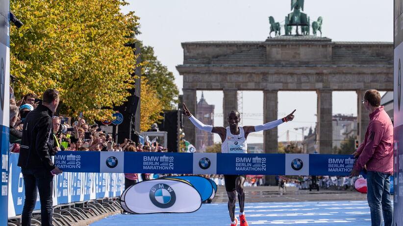 Kenijczyk Kipchoge ustanowił nowy rekord świata w maratonie