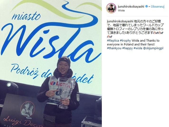 Junshiro Kobayashi z repliką pucharu