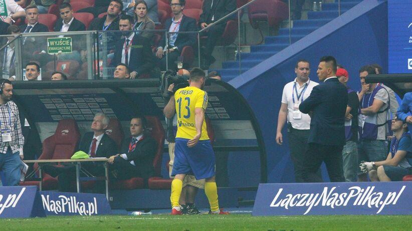 Grzegoz Piesio z czerwoną kartką w finale PP