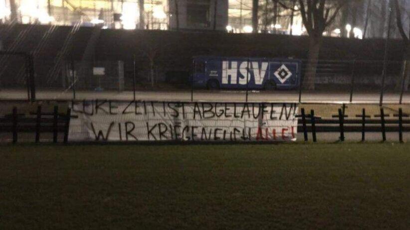 Krzyże na boisku HSV