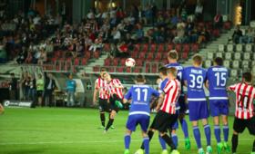 Ekstraklasa: Cracovia pewnie pokonała Ruch. Tylko cud może uratować Niebieskich przed spadkiem