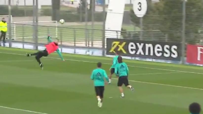 Cristiano Ronaldo strzela z przewrotki