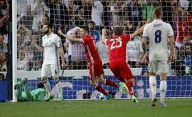 Robert Lewandowski i gracze Realu Madryt