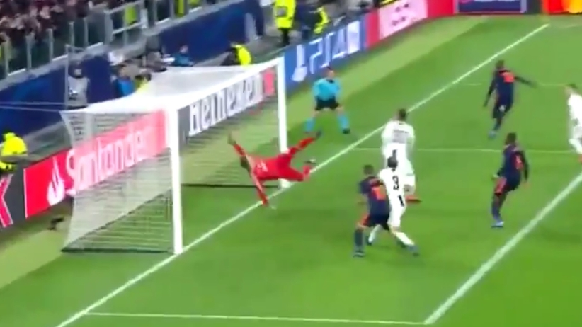 Genialna parada Wojciecha Szczęsnego w meczu Juventus - Valencia