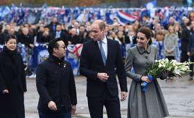 Księżna Kate i książę William złożyli hołd ofiarom katastrofy w Leicester [ZDJĘCIA]
