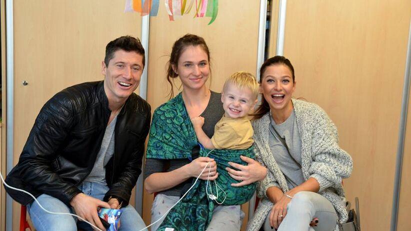 Anna i Robert Lewandowscy odwiedzili Centrum Zdrowia Dziecka [ZDJĘCIA]