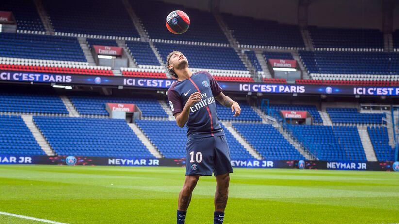 Neymar już w Paryżu. Na debiut jednak poczeka