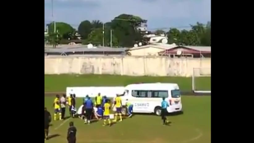 Piłkarz zasłabł w trakcie meczu. Lekarzom nie udało się go uratować [WIDEO]