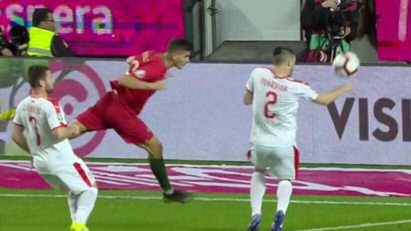 Błąd Marciniaka w meczu Portugalia - Serbia