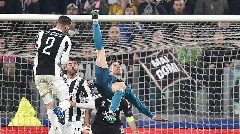 Cristiano Ronaldo strzela gola z przewrotki