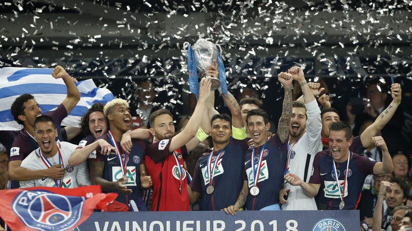 Thiago Silva wznosi Puchar Francji z z kapitanem Les Herbiers