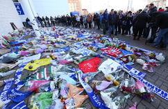 Kibice Leicester żegnają zmarłego właściciela klubu (5)