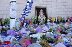 Kibice Leicester żegnają zmarłego właściciela klubu (6)
