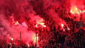 Wisła Kraków ukarana za race na meczu z Legią