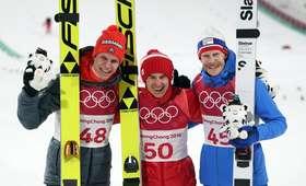 Kamil Stoch, Andreas Wellinger, Robert Johansson na podium w Pjongczangu