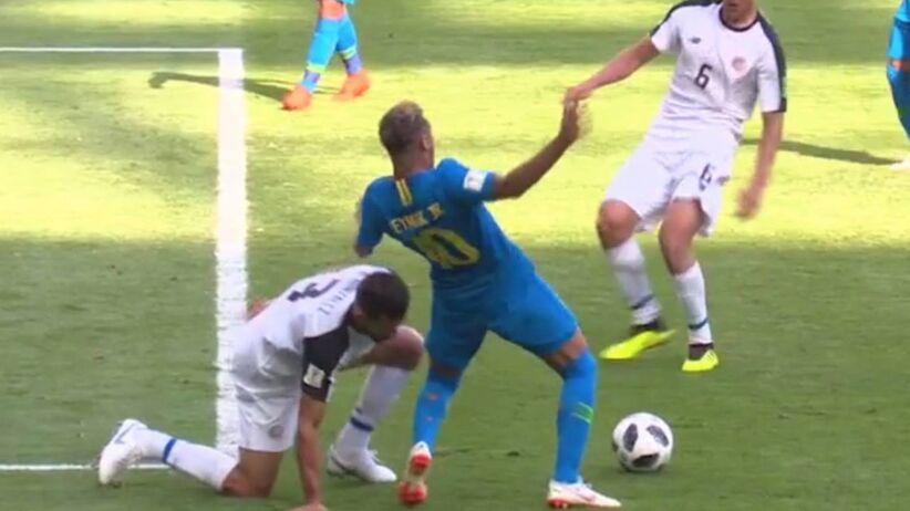 Neymar próbuje wymusić karnego