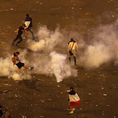 Zamieszki w Paryżu podczas świętowania mistrzostwa świata (2)