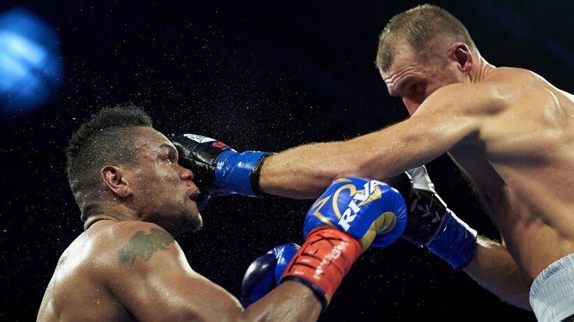 Kowaliow pokonał Alvareza