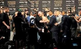 Conor McGregor vs Floyd Mayweather Jr