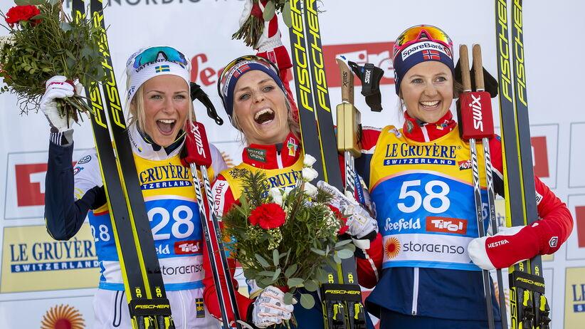 Frida Karlsson (po lewej) podbija Seefeld