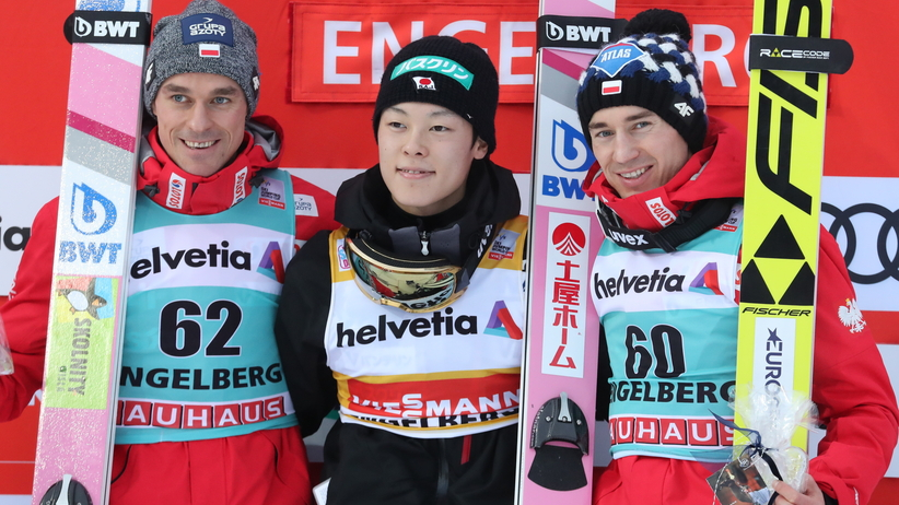 Piotr Żyła, Ryoyu Kobayashi, Kamil Stoch na podium w Engelbergu