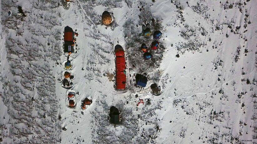 Wyprawa na K2. Zobacz, w jakich warunkach radzą sobie himalaiści. Zdjęcia zapierają dech!