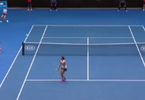 Australian Open: Nieprawdopodobny wyczyn zawodniczki. Komentatorzy: Piłka turnieju! [WIDEO]