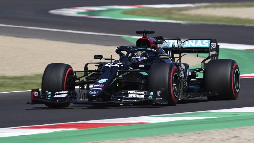 Lewis Hamilton z pole position na Mugello