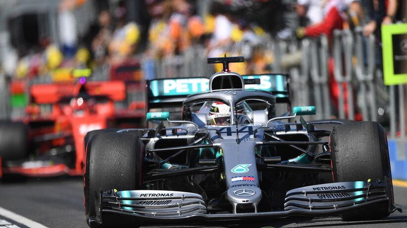 Mercedes walczy z rasizmem
