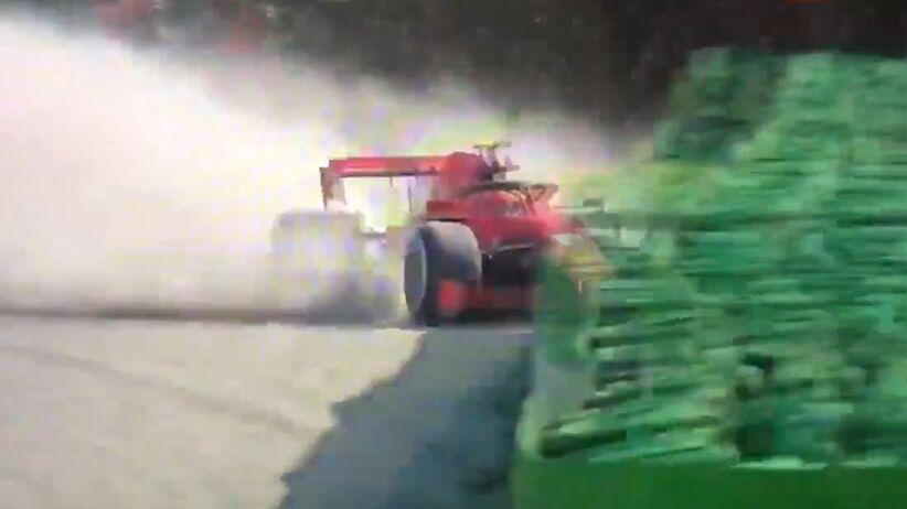 Wpadek Ferrari ciąg dalszy. Leclerc rozbił bolid o barierę bezpieczeństwa [WIDEO]