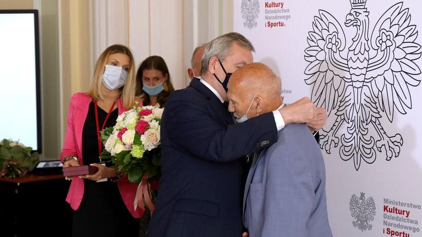 Prezydent Andrzej Duda odznaczył Ewę Kłobukowską i Mariana Kasprzyka