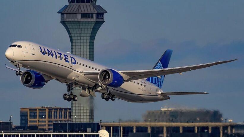 Zawodnik NFL pozwał linię lotniczą za napastowanie seksualne w samolocie