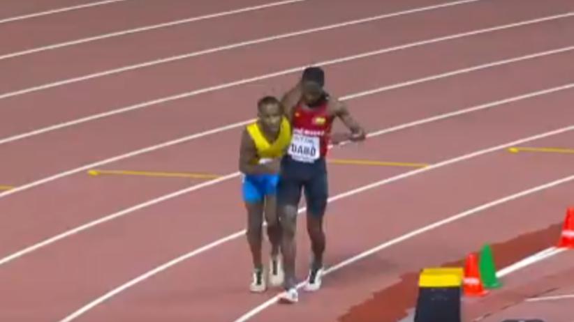 MŚ w Doha: Piękny gest biegacza. Pomógł rywalowi dobiec do mety [WIDEO]