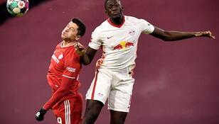 """Bundesliga: Bayern podzielił się punktami z Lipskiem, """"Lewy"""" bez gola"""