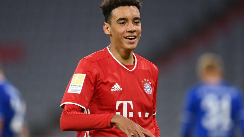 """Gwiazda Bayernu dojeżdża na treningi z mamą. """"Dziękuję jej, że mnie podwozi"""""""