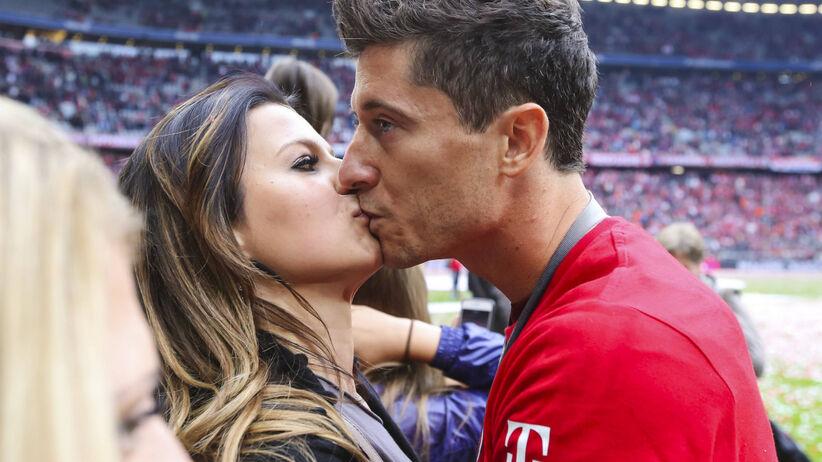 Robert i Anna Lewandowscy z zakazem całowania