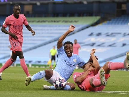 Liga Mistrzów: Koszmar Varane'a, City ograło Real i zagra dalej