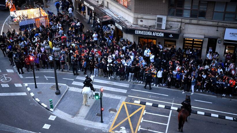 Tłumy kibiców pod Mestalla