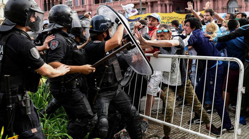 Pożegnanie Diego Maradony przed Pałacem Prezydenckim
