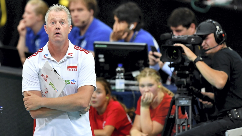 Vital Heynen podaruje medal Morawieckiemu