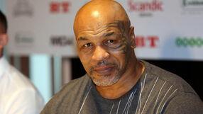 Walka Mike Tyson - Roy Jones jr przełożona. Chodzi o pieniądze