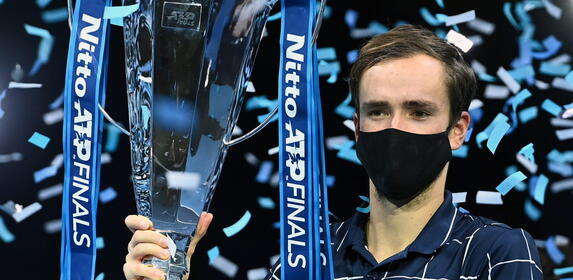 Daniił Miedwiediew pokonał Dominika Thiema w finale ATP Finals