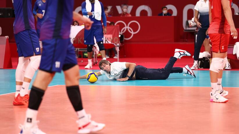 Efektowna akcja trenera Francuzów. Laurent Tillie rzucił się po piłkę
